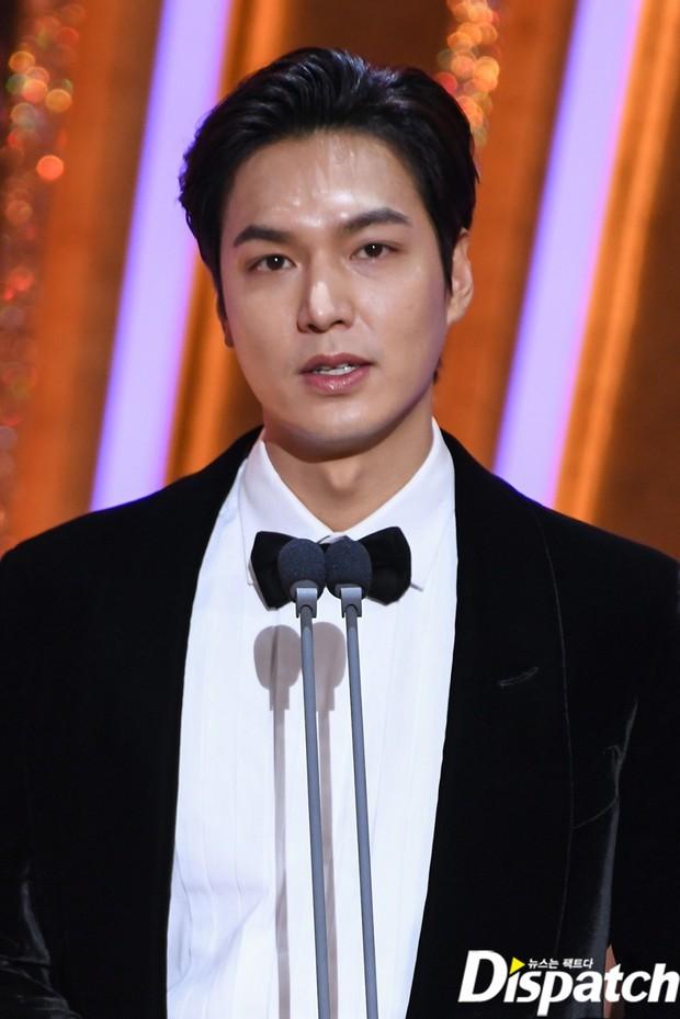 Lee Min Ho lâu lắm mới dự lễ trao giải SBS Drama Awards 2020, ai ngờ gây tranh cãi dữ dội vì lộ dấu hiệu lão hóa - Ảnh 4.