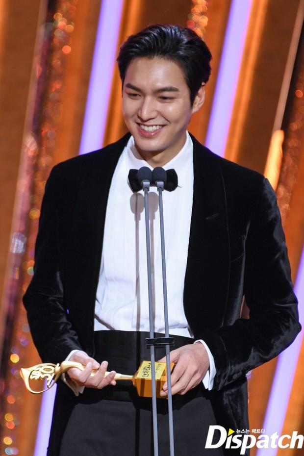 Lee Min Ho lâu lắm mới dự lễ trao giải SBS Drama Awards 2020, ai ngờ gây tranh cãi dữ dội vì lộ dấu hiệu lão hóa - Ảnh 3.