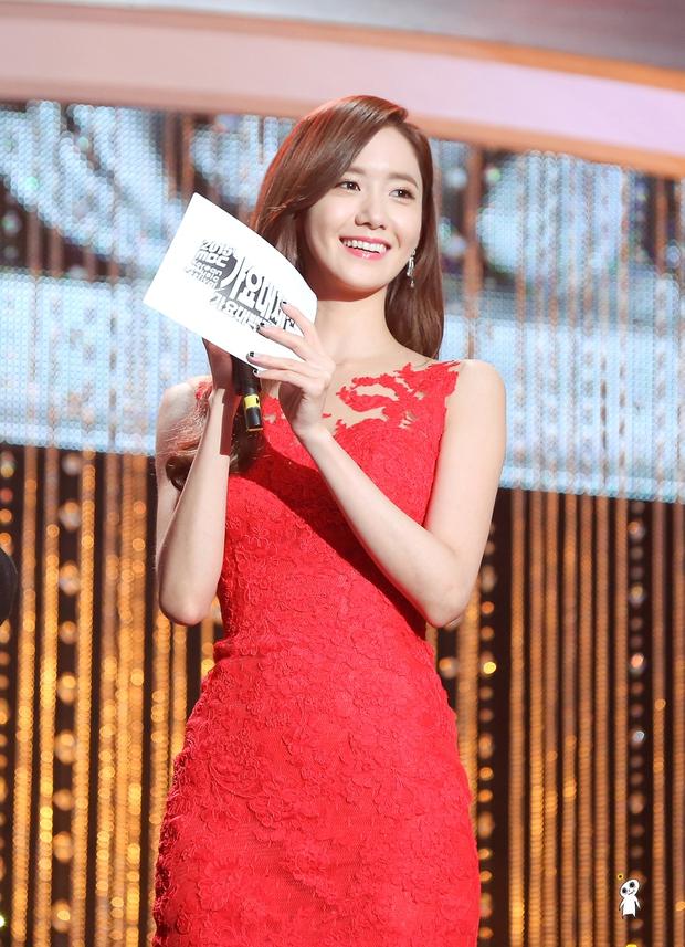 Nữ thần MBC Gayo Daejejeon gọi tên Yoona (SNSD): 5 năm liên tiếp làm MC, mỗi năm lại xinh hơn vạn phần, năm nay gây bão cả MXH - Ảnh 5.