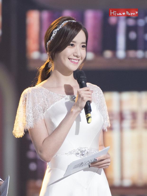 Nữ thần MBC Gayo Daejejeon gọi tên Yoona (SNSD): 5 năm liên tiếp làm MC, mỗi năm lại xinh hơn vạn phần, năm nay gây bão cả MXH - Ảnh 2.