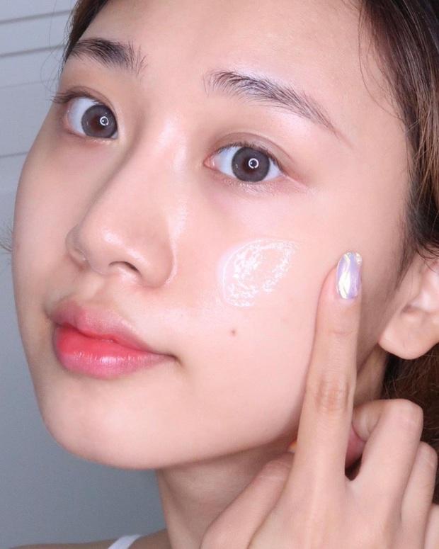 6 bí mật skincare mùa Đông của các bác sĩ nhằm giữ làn da căng mẩy, nõn nà trong cả những ngày khô lạnh nhất - Ảnh 2.