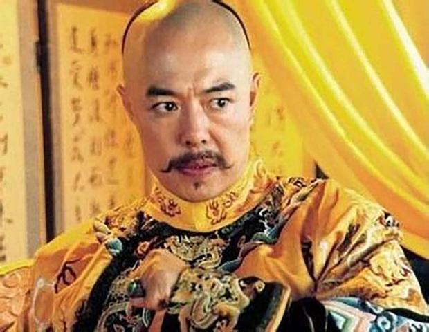 Cả đời Hoàng đế Càn Long viết hơn 40.000 bài thơ, trong đó có 1 bài thơ đặc biệt được thêm vào sách giáo khoa vì... quá dễ thuộc - Ảnh 1.