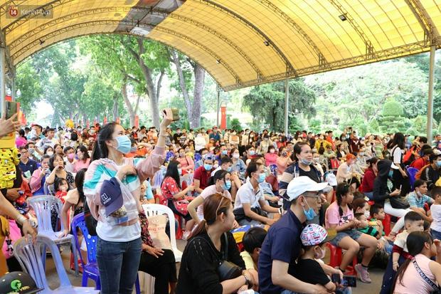ẢNH: Thảo Cầm Viên đông đúc từ sáng đến chiều, hàng ngàn bố mẹ đưa con đi chơi Tết Dương lịch - Ảnh 1.