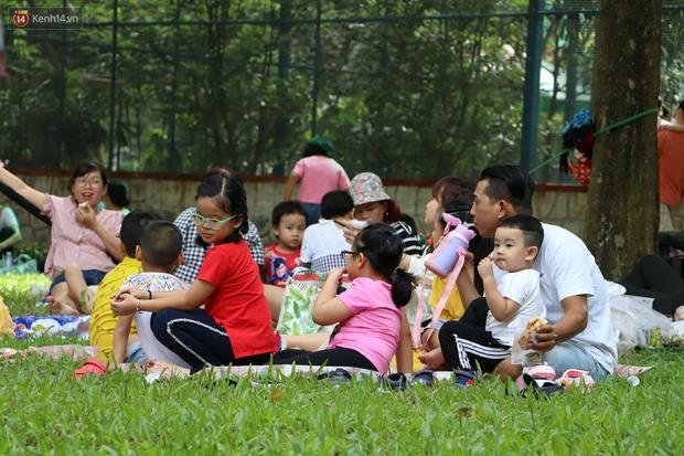 ẢNH: Thảo Cầm Viên đông đúc từ sáng đến chiều, hàng ngàn bố mẹ đưa con đi chơi Tết Dương lịch - Ảnh 10.