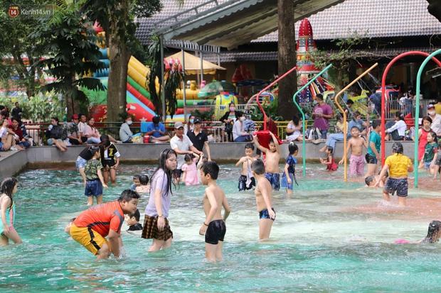 ẢNH: Thảo Cầm Viên đông đúc từ sáng đến chiều, hàng ngàn bố mẹ đưa con đi chơi Tết Dương lịch - Ảnh 4.