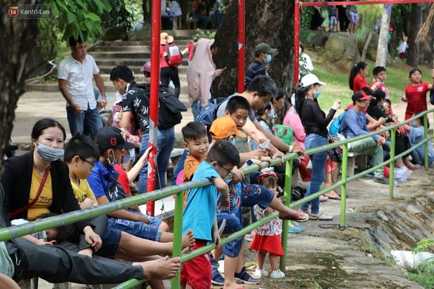 ẢNH: Thảo Cầm Viên đông đúc từ sáng đến chiều, hàng ngàn bố mẹ đưa con đi chơi Tết Dương lịch - Ảnh 7.