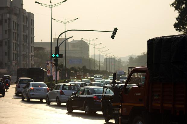 Ấn Độ chơi trội, lắp đặt nguyên hệ thống full LED lên đèn giao thông - Ảnh 1.