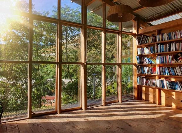 Chàng trai lên Đà Lạt dựng ngôi nhà gỗ xinh xắn, mở nông trại chiết tinh dầu: Nhìn là thấy một bầu trời bình yên - Ảnh 9.