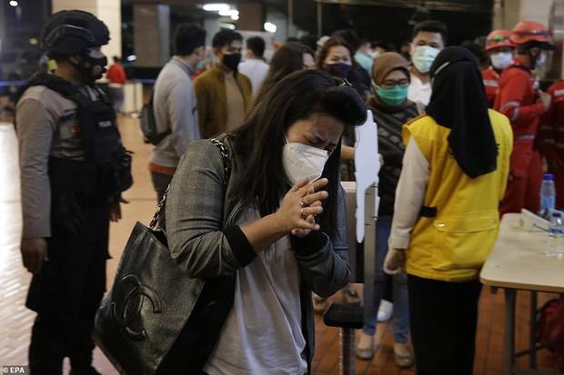 Máy bay rơi tại Indonesia: Hành động bất thường của vợ Cơ trưởng trước khi chồng bước lên chuyến bay định mệnh khiến bà có linh cảm xấu - Ảnh 4.