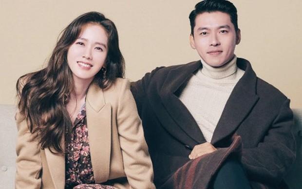 Mật báo Kbiz: Son Ye Jin - Hyun Bin cưới gấp, Rosé bị tố ngạo mạn, Red Velvet tiếp tục có biến nhưng chưa căng bằng couple BTS - TWICE - Ảnh 10.