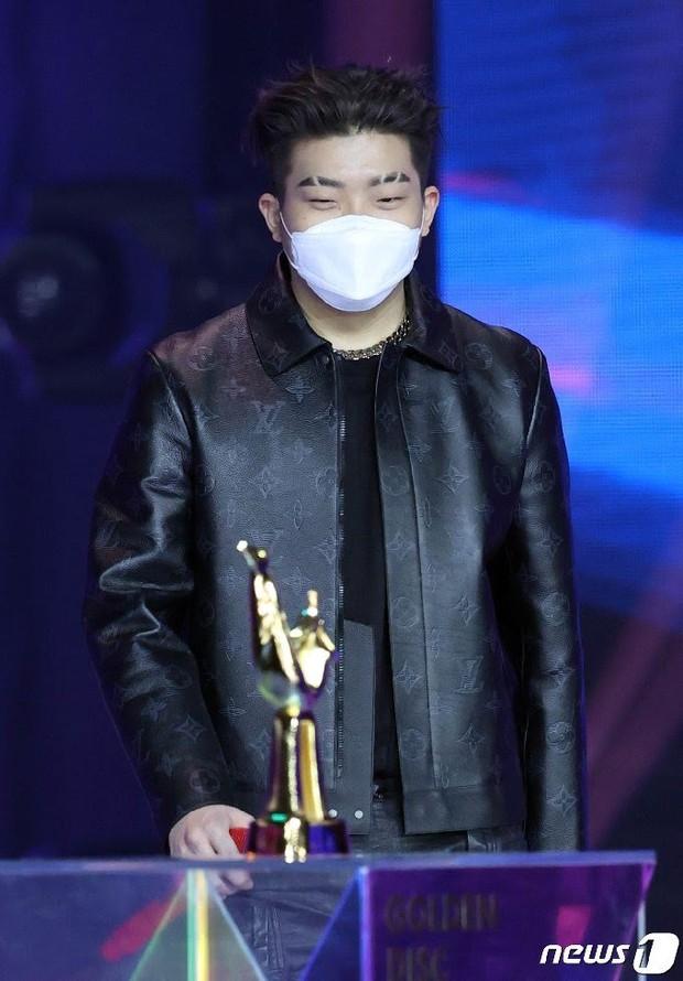 ITZY gây tranh cãi vì thành tích thấp nhưng lại cướp giải của nam rapper đình đám, phải chăng Grammy Hàn Quốc muốn nịnh JYP? - Ảnh 2.