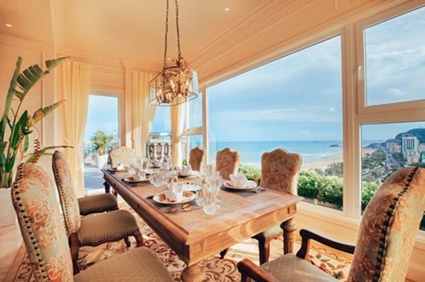 Choáng ngợp trước căn penthouse của Hoa hậu Hà Kiều Anh: Giàu có nhất nhì showbiz, view 4 mặt đều là biển và núi - Ảnh 3.