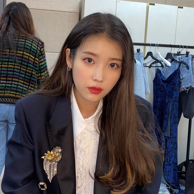 Nữ thần Grammy Hàn 2021 gọi tên IU: Diện 4 bộ đồ chiếm trọn spotlight, ảnh hậu trường khoe visual triệu người mê đắm - Ảnh 11.