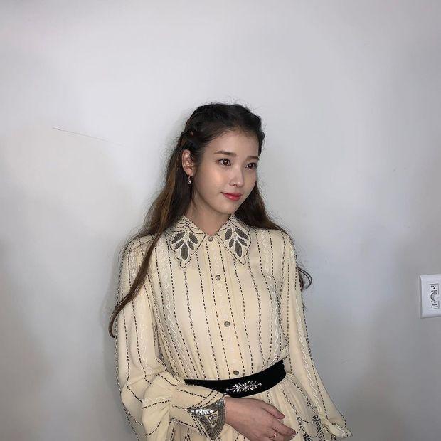 Nữ thần Grammy Hàn 2021 gọi tên IU: Diện 4 bộ đồ chiếm trọn spotlight, ảnh hậu trường khoe visual triệu người mê đắm - Ảnh 18.