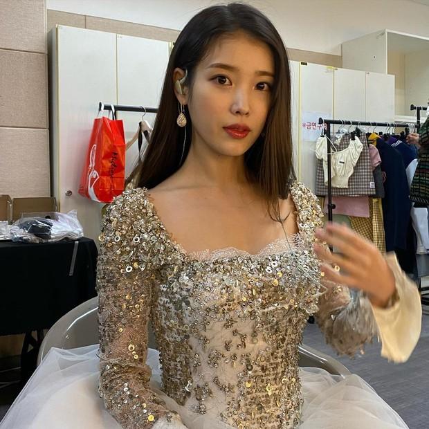 Nữ thần Grammy Hàn 2021 gọi tên IU: Diện 4 bộ đồ chiếm trọn spotlight, ảnh hậu trường khoe visual triệu người mê đắm - Ảnh 14.