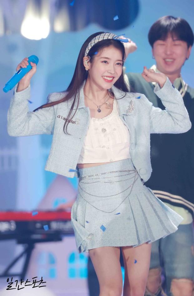 Nữ thần Grammy Hàn 2021 gọi tên IU: Diện 4 bộ đồ chiếm trọn spotlight, ảnh hậu trường khoe visual triệu người mê đắm - Ảnh 6.