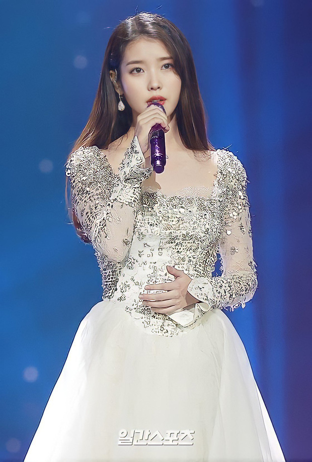 Nữ thần Grammy Hàn 2021 gọi tên IU: Diện 4 bộ đồ chiếm trọn spotlight, ảnh hậu trường khoe visual triệu người mê đắm - Ảnh 2.