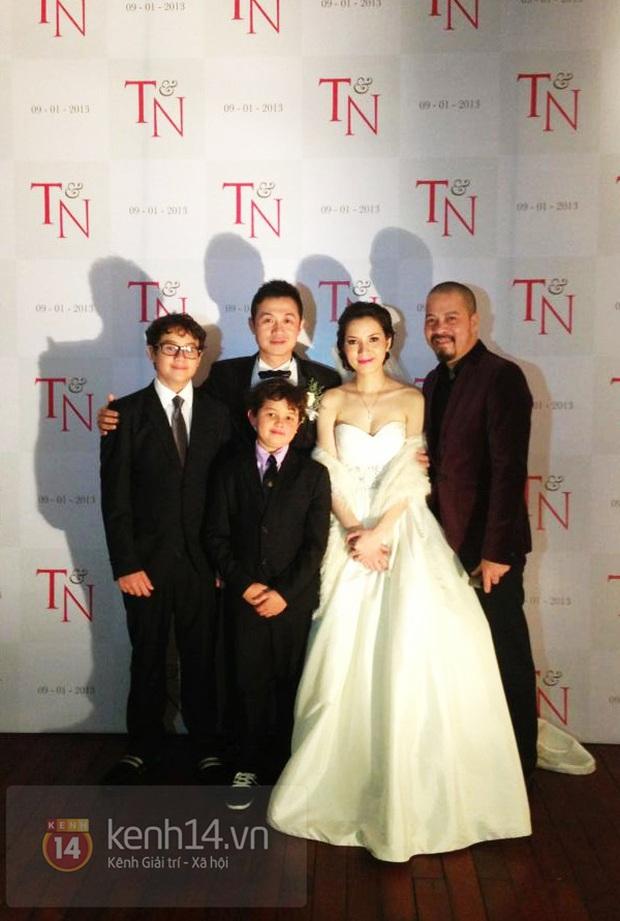 Khoe ảnh kỷ niệm 8 năm ngày cưới, vợ chồng MC Anh Tuấn được khen hack tuổi dã man - Ảnh 3.