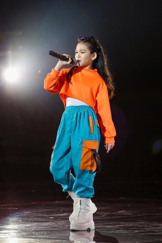 Giọng Hát Việt Nhí: Cô bé 13 tuổi khiến dàn HLV lôi cả rap Việt, top 1 trending, Phúc Du vào tranh cãi - Ảnh 4.