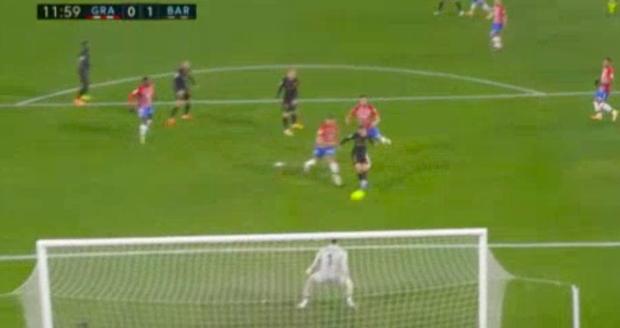 Messi và Griezmann thi nhau ghi bàn tinh tế, Barca thắng giòn giã 4-0, áp sát đại kình địch Real Madrid - Ảnh 1.