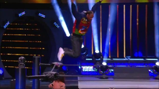 Rapper Snoop Dogg xuất hiện trên sàn vật biểu diễn, gây sốt với màn bay giữa ngân hà cực chất - Ảnh 3.