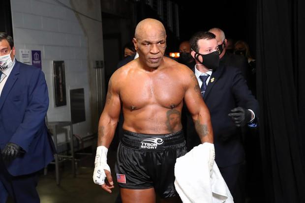 Mike Tyson bất ngờ đứng chung khung hình cùng nàng lầy Rebel Wilson sau khi bộ đôi nghị lực đã thổi bay 63kg để lột xác ngoạn mục - Ảnh 4.