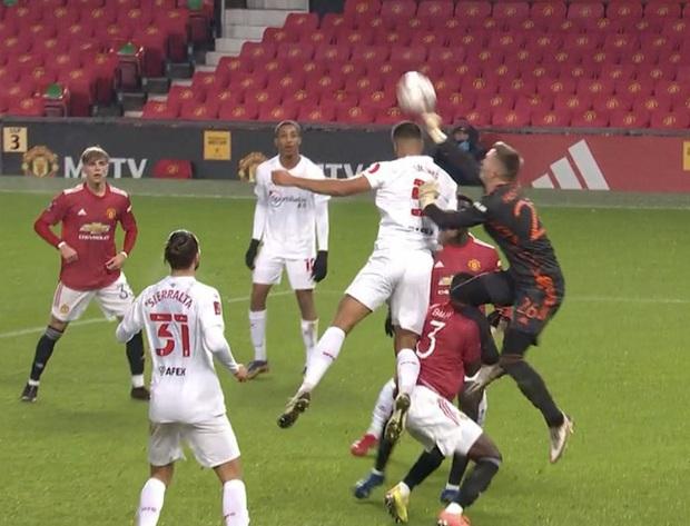 MU đánh bại đối thủ ở Hạng nhất Anh để lọt vào vòng 4 FA Cup - Ảnh 8.