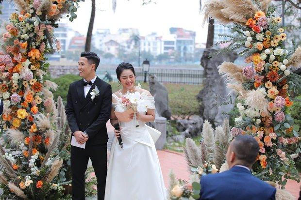 Dàn sao nô nức tới dự đám cưới Tiến Dũng ở Hà Nội: Ưng Hoàng Phúc diện vest lịch lãm đi cùng vợ, Chi Dân cũng góp mặt - Ảnh 5.