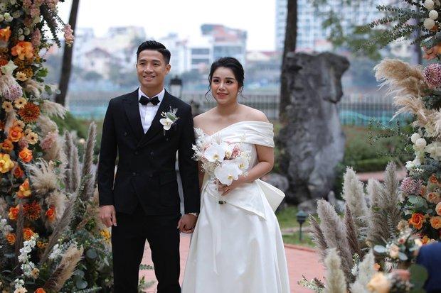 Khách mời khoe ảnh ăn cưới Tiến Dũng, vô tình tiết lộ luôn ít nhất 2 cặp đôi cầu thủ đã toang - Ảnh 1.