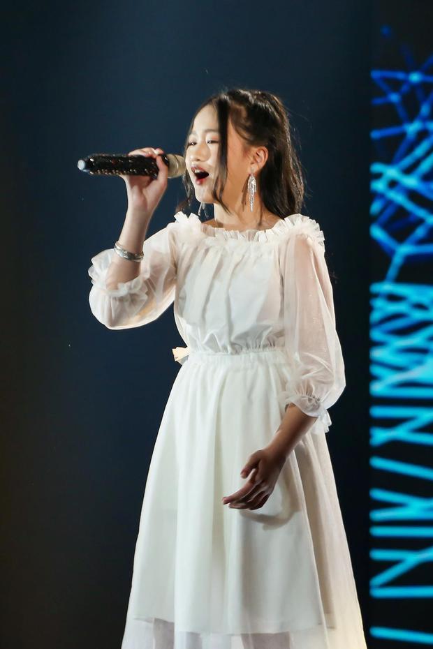 Giọng Hát Việt Nhí: Cô bé 13 tuổi khiến dàn HLV lôi cả rap Việt, top 1 trending, Phúc Du vào tranh cãi - Ảnh 6.