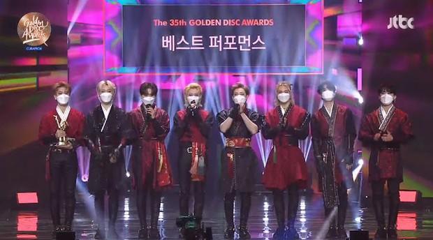 BTS giành Daesang quá dễ đoán trong ngày thứ 2 của Grammy Hàn Quốc 2021, có tới 3 nghệ sĩ nhận giải Tân binh nhưng không ai là nữ - Ảnh 4.