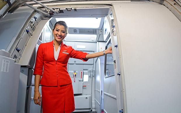 Đây là những gì tiếp viên hàng không săm soi đầu tiên khi khách bước lên máy bay, hoá ra chúng ta đã bị để ý nhiều đến vậy - Ảnh 1.