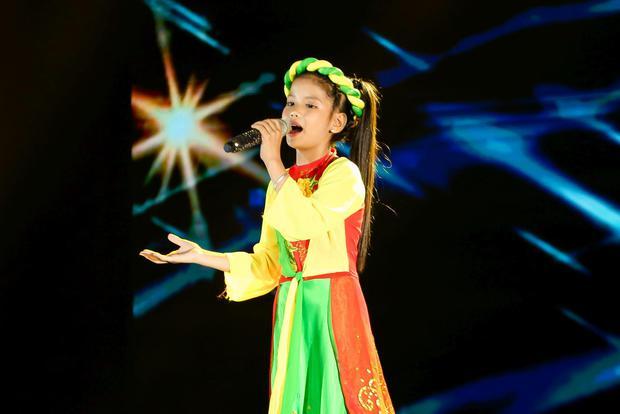 Giọng Hát Việt Nhí: Cô bé 13 tuổi khiến dàn HLV lôi cả rap Việt, top 1 trending, Phúc Du vào tranh cãi - Ảnh 7.