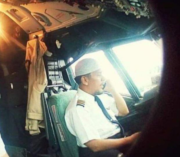 Máy bay rơi tại Indonesia: Hành động bất thường của vợ Cơ trưởng trước khi chồng bước lên chuyến bay định mệnh khiến bà có linh cảm xấu - Ảnh 5.