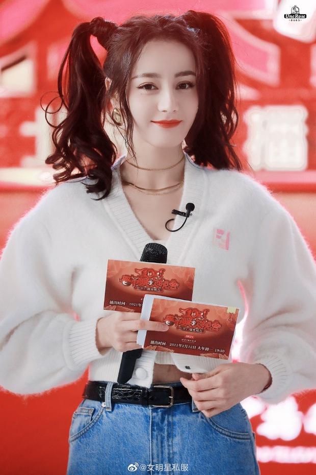 """Hết Jennie, Ngọc Trinh đến Nhiệt Ba đều """"cưa sừng"""" với tóc buộc 2 bên: Có người mặt tròn xoe mà diện lên xinh không tưởng - Ảnh 4."""