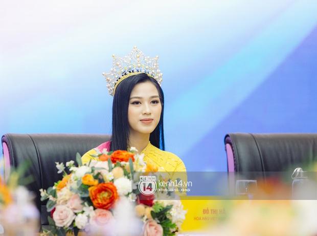 Hoa hậu Đỗ Hà đăng ảnh đi học trở lại: Tự tin zoom cận mặt nhưng nhan sắc liệu có lộ khuyết điểm? - Ảnh 3.
