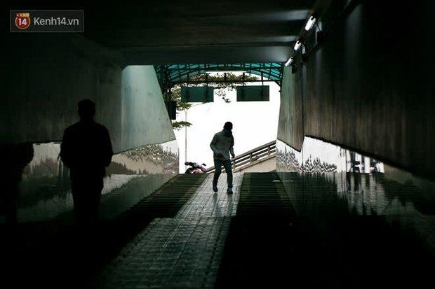 """Lạnh thấu xương dưới 10 độ C, người dân Hà Nội kéo nhau xuống """"hầm"""" tránh rét tập thể dục - Ảnh 17."""