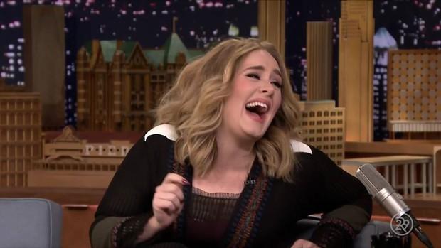 Adele vượt 180 kiếp nạn từ quản lý để đăng nhập vào Twitter với mục đích duy nhất: like video trai đẹp cởi trần cực mlem hát hit của mình! - Ảnh 2.
