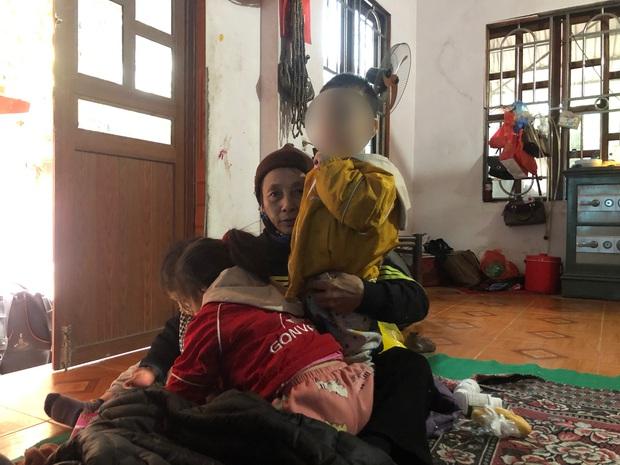 Nghi vấn xung quanh việc 2 cháu nhỏ bị bỏ rơi giữa thời tiết 10 độ C ở Hà Nội kèm bức thư bố mẹ chết rồi, ai nhặt được xin nuôi hộ - Ảnh 1.