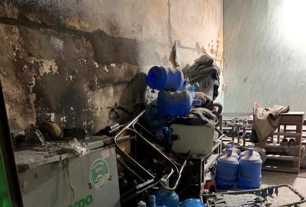 Cứu bé trai 3 tuổi mắc kẹt trong ngôi nhà bị cháy ở Hải Phòng - Ảnh 1.