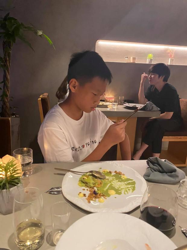Hoa hậu Thu Hoài đanh thép trên mạng nhưng cực tâm lý khi làm mẹ, cho các con du học từ sớm, chấp nhận giới tính thật của con trai cả - Ảnh 5.