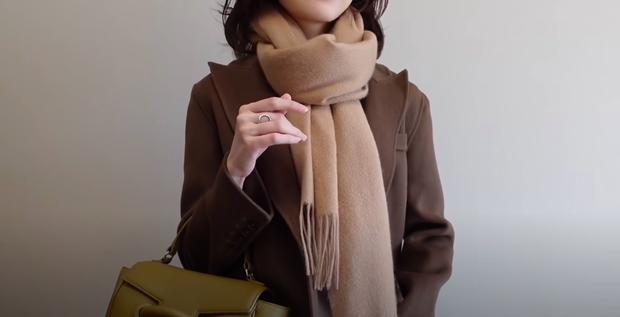 5 kiểu quàng khăn chuẩn style Hàn Quốc: Không chỉ ấm áp, sang chảnh mà còn hack chiều cao tài tình - Ảnh 1.
