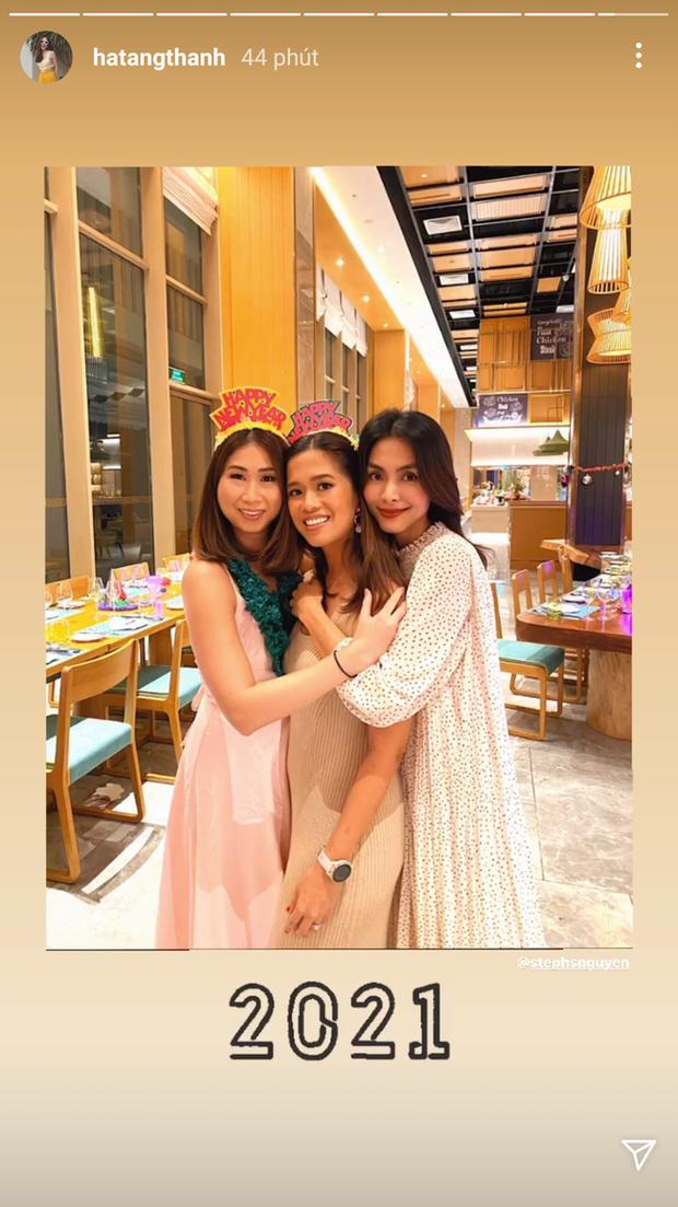 Style của Hà Tăng khi tụ tập với hội bạn: Không hề chơi trội lấn át ai, nhưng vẫn đẹp xinh chẳng chìm nghỉm giữa nhóm - Ảnh 1.