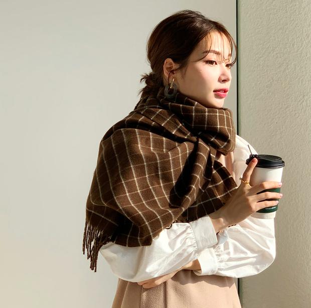 5 kiểu quàng khăn chuẩn style Hàn Quốc: Không chỉ ấm áp, sang chảnh mà còn hack chiều cao tài tình - Ảnh 20.