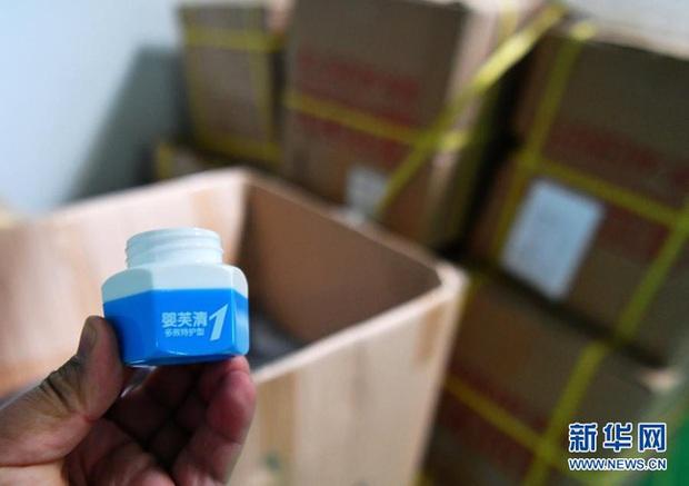 """Sự cố """"em bé đầu to"""" chấn động Trung Quốc, hàng loạt kem dưỡng da em bé bị thu hồi khiến phụ huynh hoang mang - Ảnh 3."""