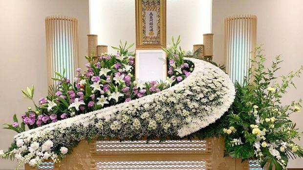 Người Nhật tiễn người đã khuất bằng hoa tươi theo cách cực kỳ lộng lẫy, công ty hoa tang lễ thu hơn tiền tỷ mỗi năm - Ảnh 3.