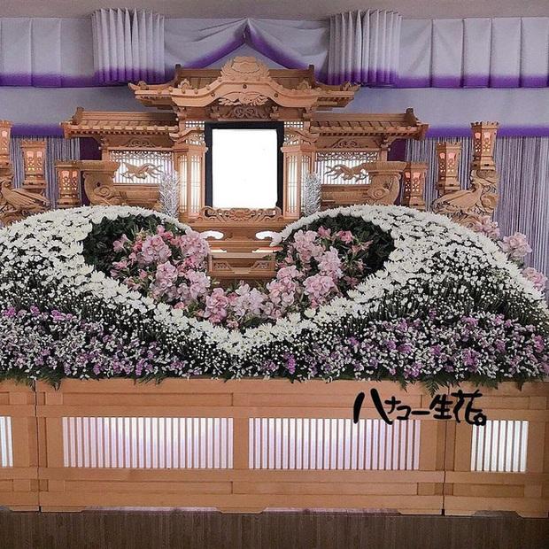 Người Nhật tiễn người đã khuất bằng hoa tươi theo cách cực kỳ lộng lẫy, công ty hoa tang lễ thu hơn tiền tỷ mỗi năm - Ảnh 6.