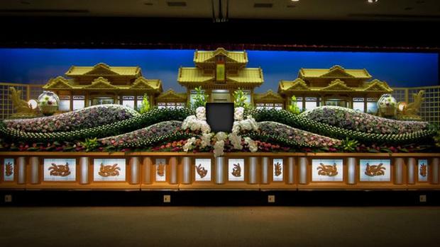 Người Nhật tiễn người đã khuất bằng hoa tươi theo cách cực kỳ lộng lẫy, công ty hoa tang lễ thu hơn tiền tỷ mỗi năm - Ảnh 8.