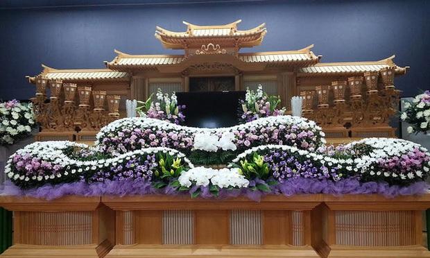 Người Nhật tiễn người đã khuất bằng hoa tươi theo cách cực kỳ lộng lẫy, công ty hoa tang lễ thu hơn tiền tỷ mỗi năm - Ảnh 9.