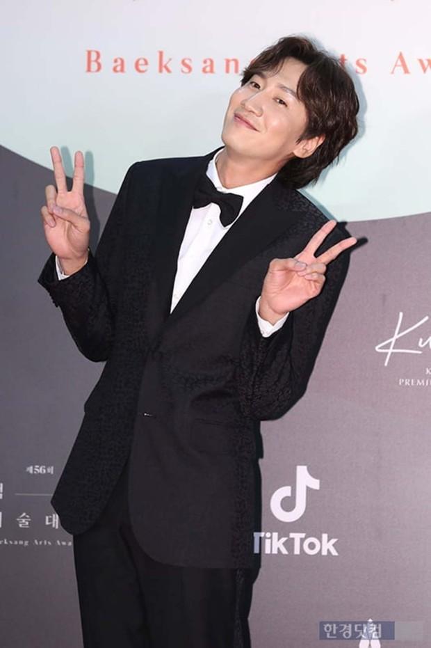 Chỉ 1 động thái nhỏ với Song Ji Hyo diễn ra trong 3 giây, Lee Kwang Soo đã lộ rõ nét tính cách thật ngoài đời - Ảnh 15.